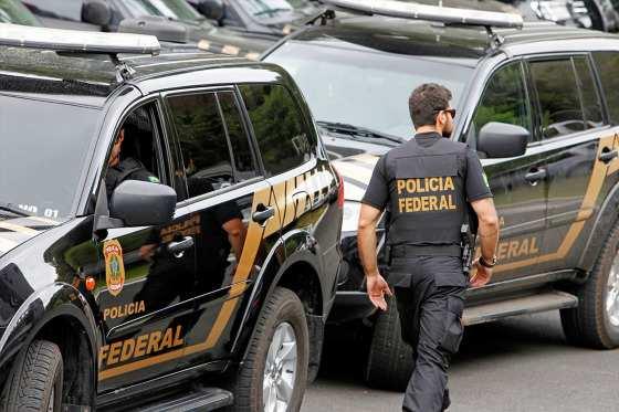 Operação da PF apura desvio de recursos federais.