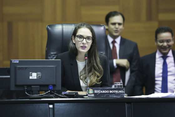 """Janaína Riva """"pede"""" ao governador a sanção do projeto"""