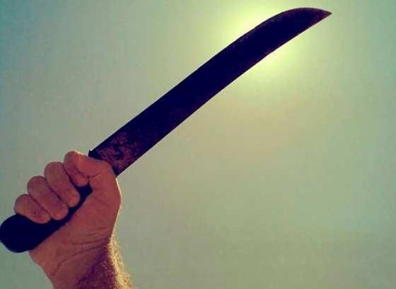 Acusado fez ameaça de morte armado com facão.