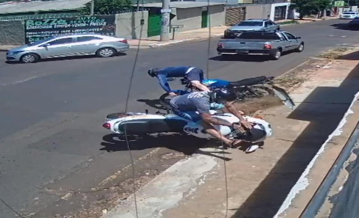 Motociclista morre na hora ao bater moto e ser arremessado violentamente  contra muro; veja vídeo | ReporterMT
