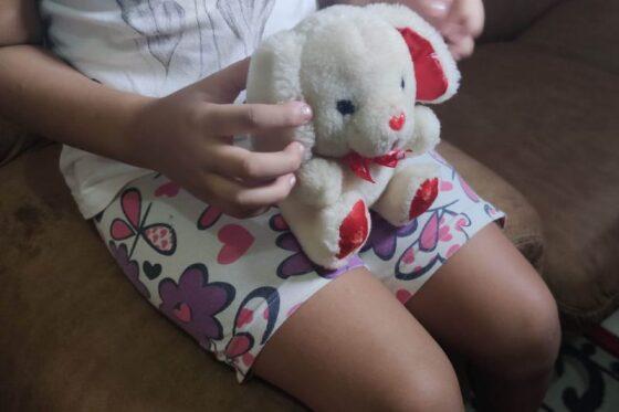 Menina fugiu de casa e denunciou o pai a investigadores da Polícia Civil.