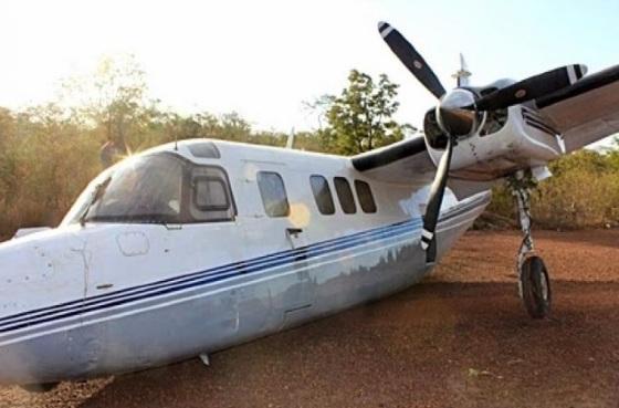 O avião só teve pequenas avarias.