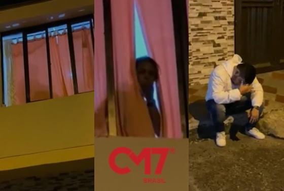 Noivo senta na calçada desolado com a cena