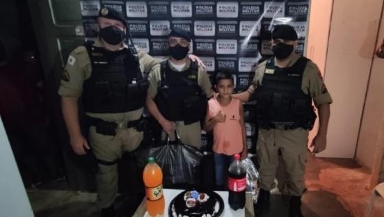 PM fez festa surpresa para menino.