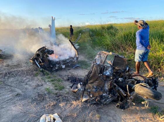 Avião explodiu e matou três pessoas.