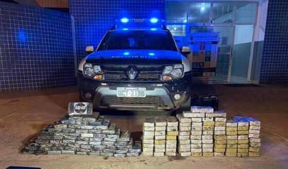 Foram apreendidos 87 tabletes de pasta base e 62 de cocaína pura.