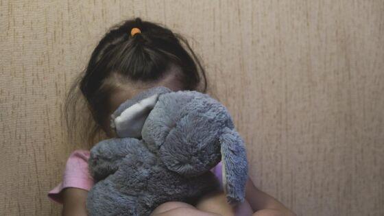 A criança deu sinais de que estava sofrendo algum tipo de violência.